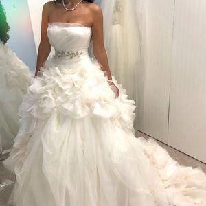 Women Vera Wang Wedding Dresses Plus Size on Poshmark